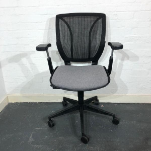 Used Modern Design Office Chair, Mesh Back, Adjustable, Black / Grey