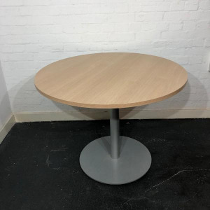 Used Bene Round Office Dining / Meeting Table, Modern, Oak Finish