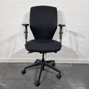 Used Donati Italian Office Chair, Adjustable, Hand Pump, 3D Arms, Black