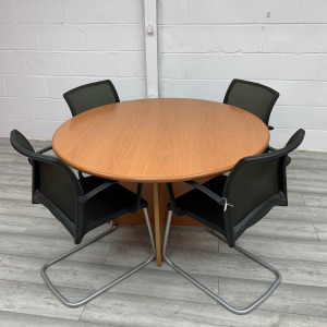 Used Round Beech Meeting Table With 4 Viasit Mesh Chairs Set
