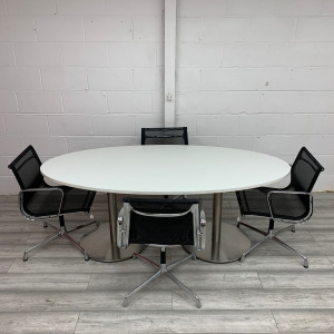 Used White Oval Meeting Table With 4 ICF Eames Conference Chairs Set