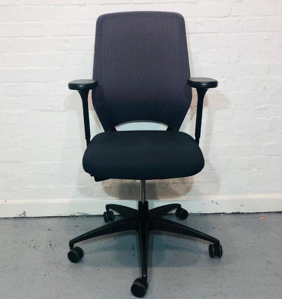Used Kinnarps Drabert Esencia Mesh Office Chair, Adjustable Armrests